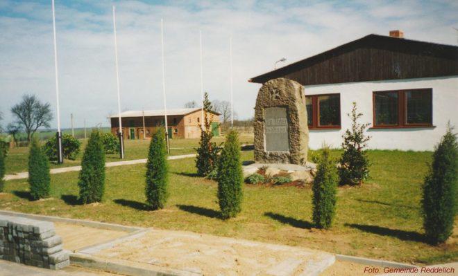 Das FFZ nach Versetzung des Gedenksteines 1995